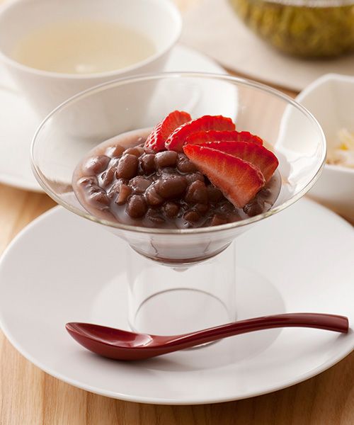 Cold (Sweetened) Adzuki Beans with Seasonal Fruits